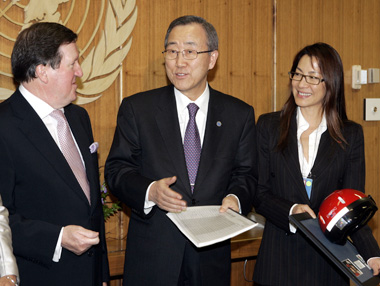 Lord Robertson and Michelle Yeoh of Make Roads Safe present petition to UN's Ban Ki-Moon