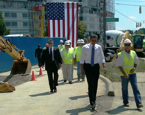 Pres Obama with worker