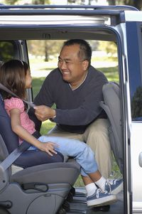 Dad_buckling_car_seat