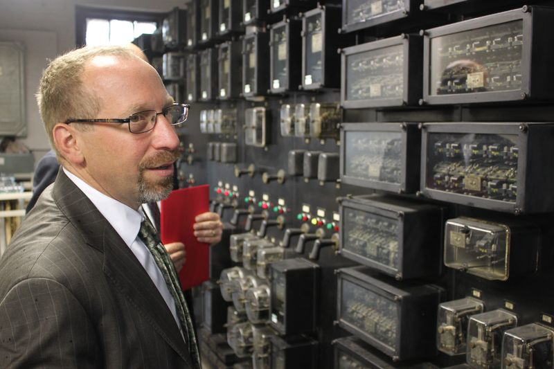 FTA Administrator Peter Rogoff touring Wayne Junction substation