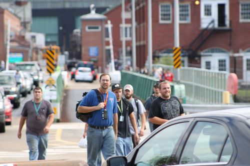 Workers_leaving_Navy_shipyard