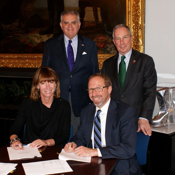 Signing the grant agreement