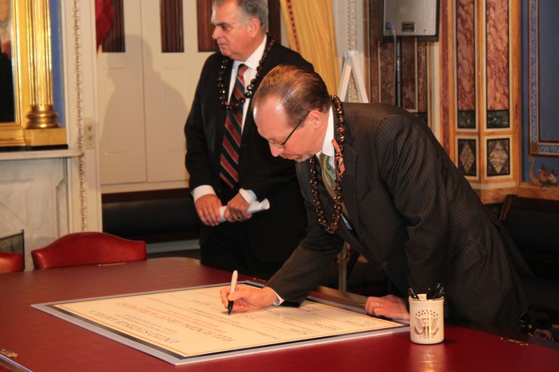 FTA Administrator Rogoff signs the agreement