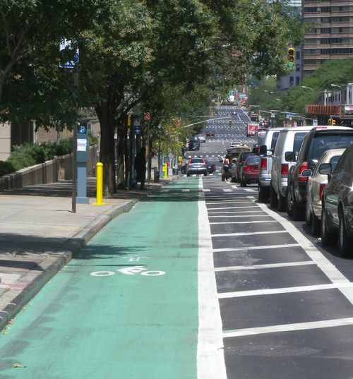 Protected_bikelane_1st_Ave