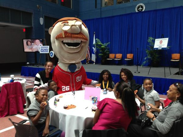 Teddy from the Nats visits with Everybody Wins students