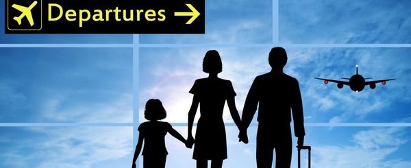 Departures-family-in-airport
