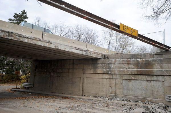 Bridge with missing lane