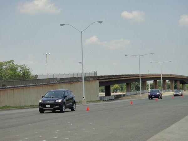 V2V advises the trailing vehicle of a sudden braking 2 cars ahead